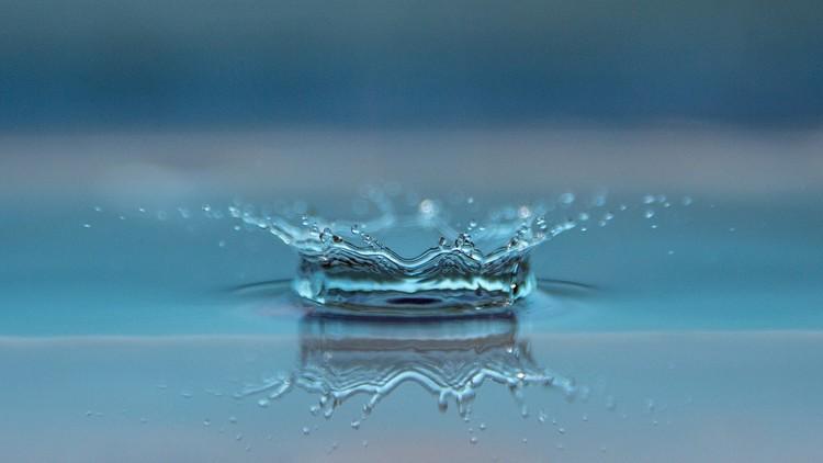Vacía tu taza. Sé como el agua…